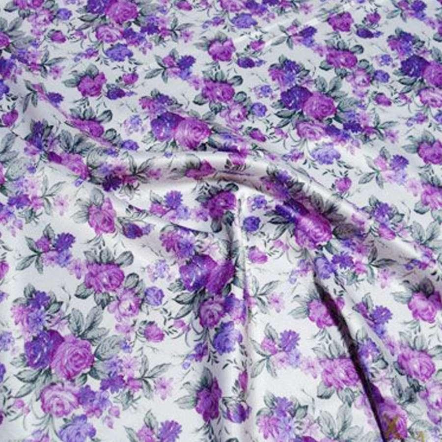 Стрейч атлас белый с сиренево фиолетовыми цветами шамус ш.150