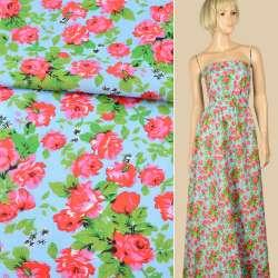 Батист блакитний в червоно-рожеві троянди, зелене листя, ш.140