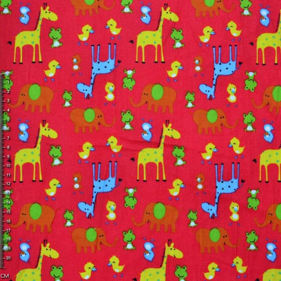 М/вельвет ярко-красный с желтыми жирафами и утятами  ш.112