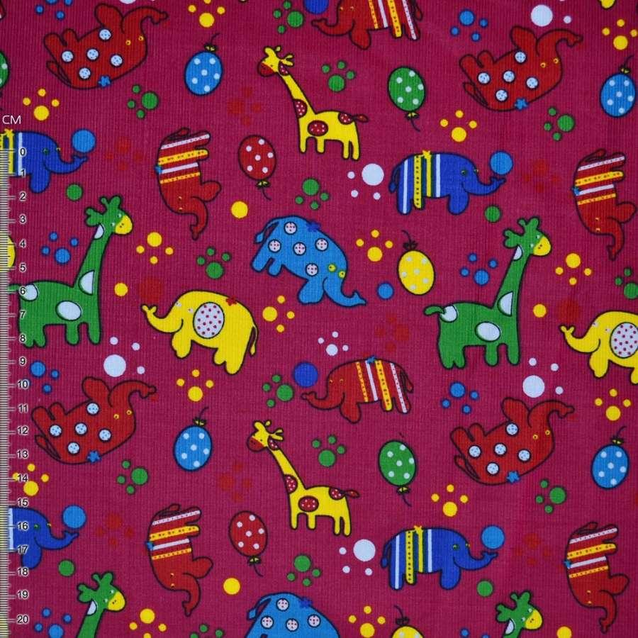 М/вельвет малиновый с жирафами и слониками ш.112