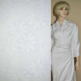 Жаккард костюмный белый с ромашками ш.150