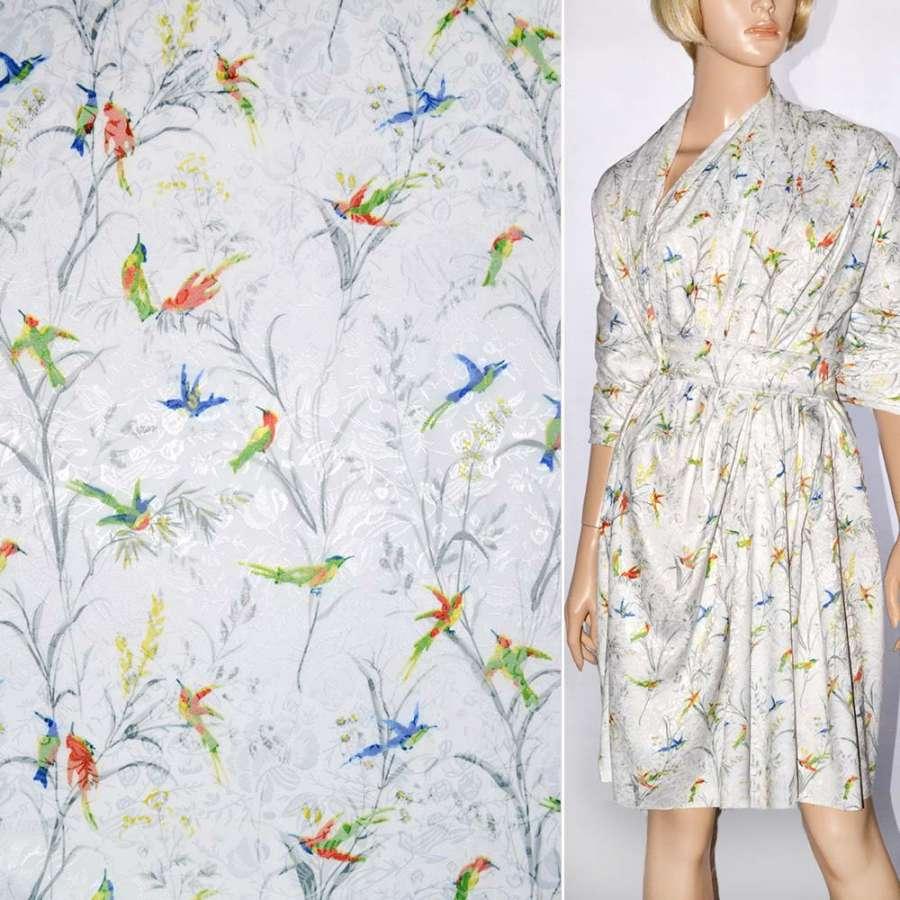 Жаккард белый с разноцветными птицами ш.145