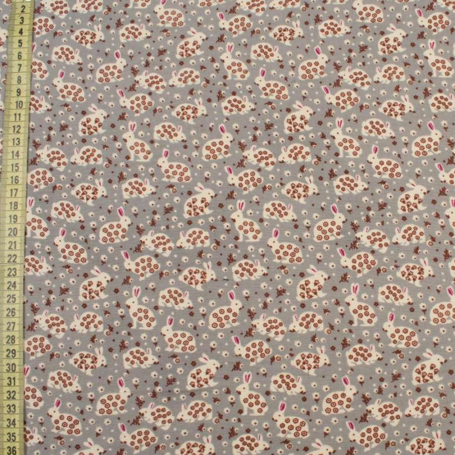 Коттон с ворсом серый, белые зайки в цветочек, ш.145