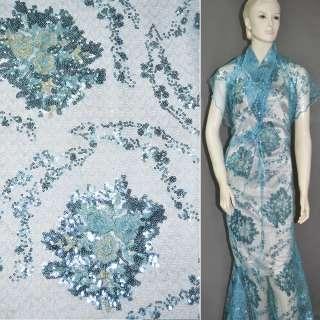 Паутинка голубая с пайетками и букетами бежевых цветов ш.130