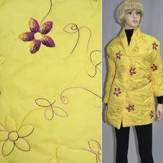 Плащевка стеганая желтая с вышитыми цветами, ш.150