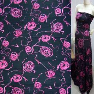 Трикотаж черный в сиреневые графические розы ш.160