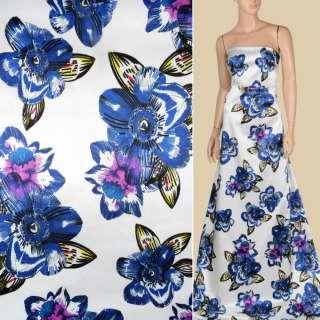 Атлас віскозний стрейч білий в великі синьо-бузкові квіти, ш.143