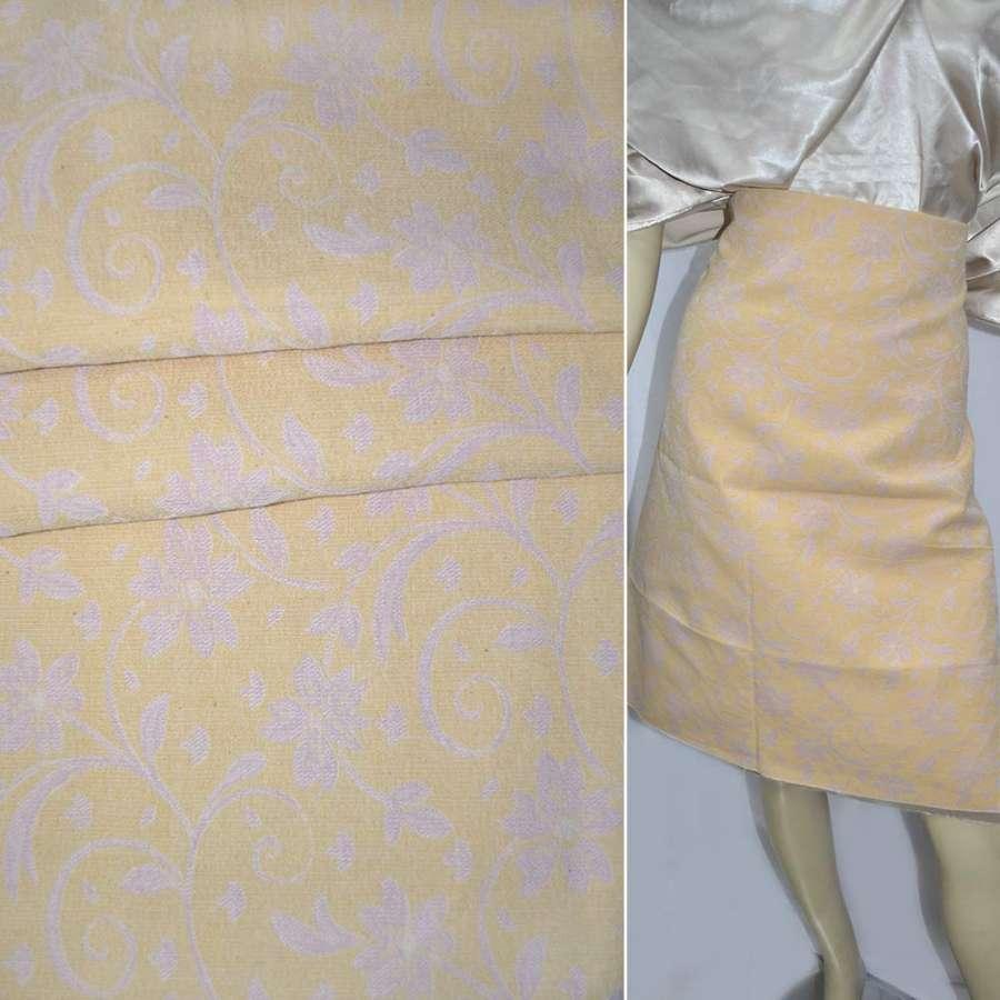 Жаккард костюмний блідо-жовтий в квіти