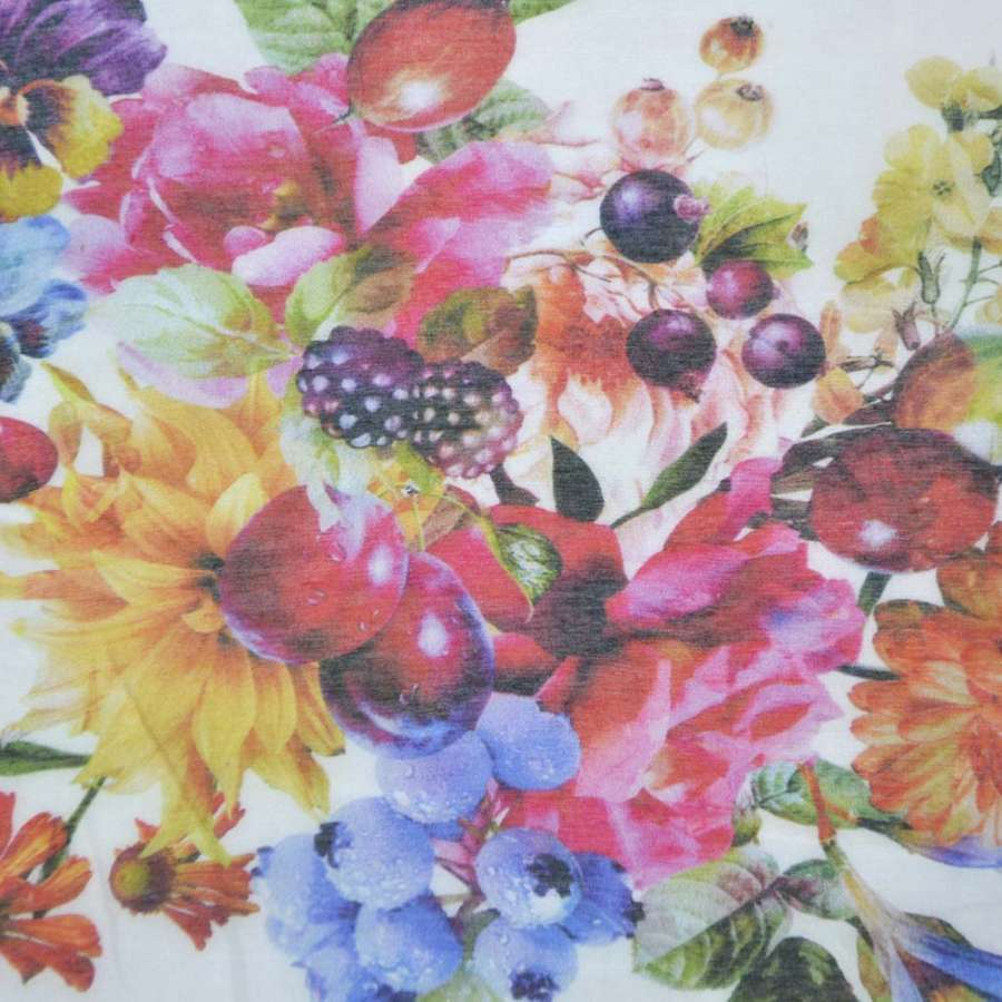 Шелк белый с яркими цветами ш.137