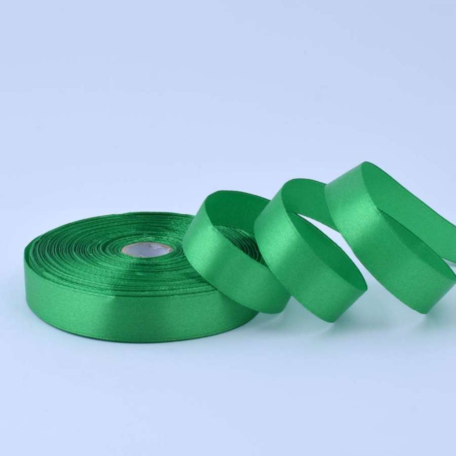 Лента атласная 20мм зеленая яркая А1-06-019 на метраж (бобина 50яр/77,4г)